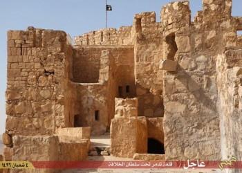 «الدولة الإسلامية» يرفع راياته فوق قلعة تدمر التاريخية في سوريا