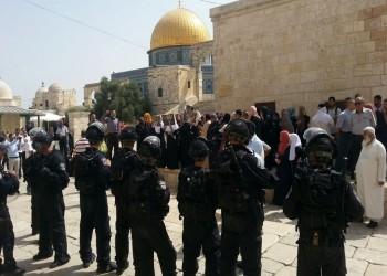 اشتباكات داخل الأقصى والاحتلال يشن حملة اعتقالات في الضفة الغربية