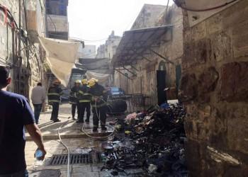 الاحتلال يقتحم الأقصى بالأحذية .. ويحطم بوابات الجامع القبلي ويشعل النار داخله
