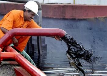 شركات النفط الكبرى تتوقع استمرار تراجع الأسعار شهورا