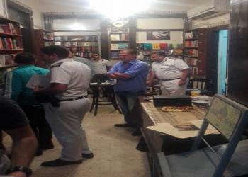 بالصور.. الأمن المصري يداهم مكتبة ويصادر محتوياتها