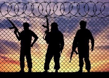 موقع أمريكي: سجون مصر تحولت إلى مراكز تجنيد لتنظيم الدولة