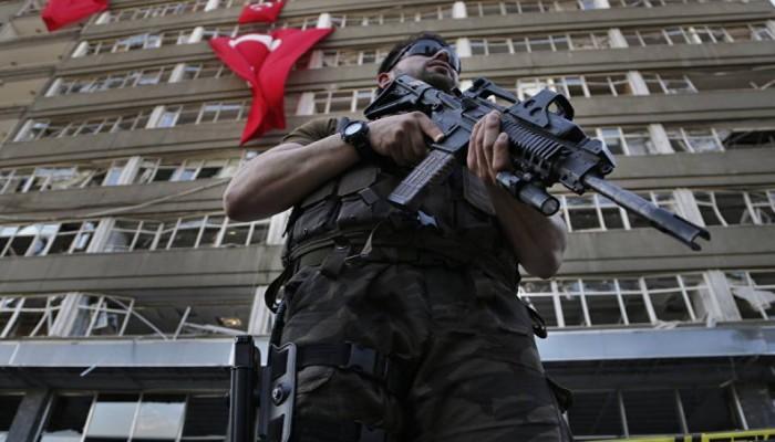السلطات التركية تأمر باعتقال 100 جندي يشتبه في صلتهم بغولن