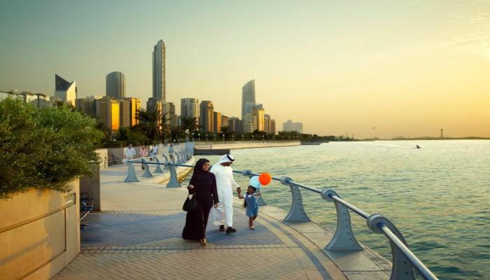 الإماراتي «عبدالخالق عبدالله»: أكبر انتهاك بحق الخليجيين هو تحويلهم إلى «أقلية» سكانية