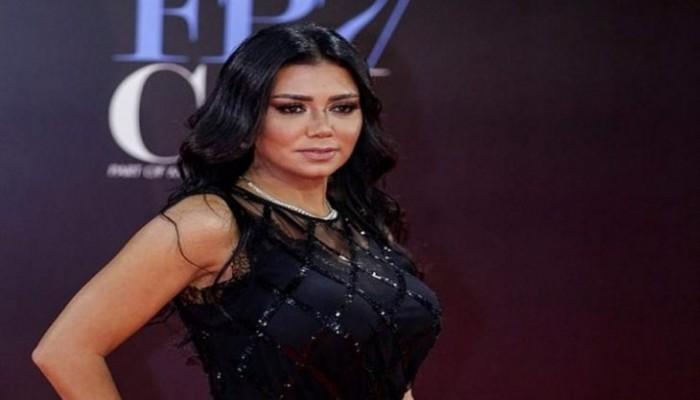 فستان الممثلة المصرية رانيا يوسف بـ 100 جنيه