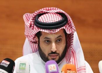 مسؤول سعودي يضرب مطربة مصرية.. تعرف على السر!