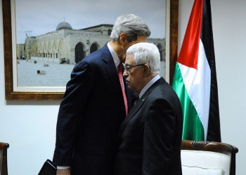 «كيري» يدعو «عباس» للصمود في وجه «ترامب» 9 أشهر