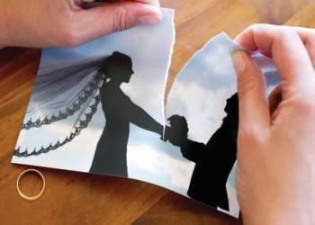 مصرية تطالب بخلع زوجها: يطعمنا لحم حمير ويمنعنا العلاج