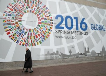 صندوق النقد يخفض توقعات نمو قطر في 2016 ويتوقع نموا متواضعا للسعودية