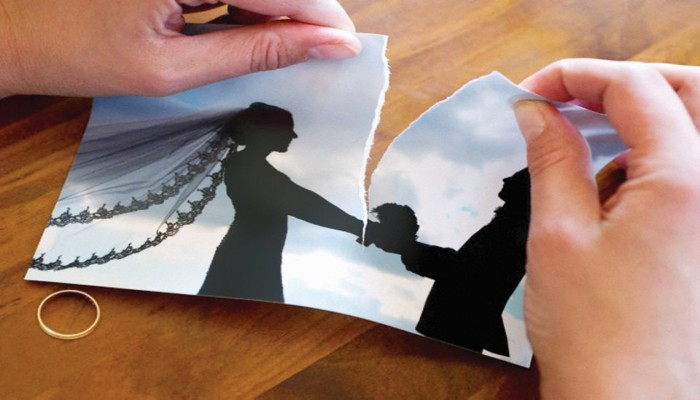 الجوال يتسبب في طلاق عروس سعودية ليلة زفافها