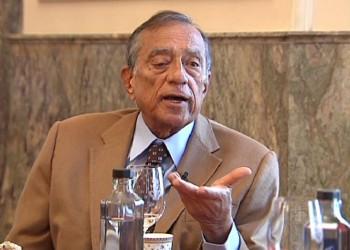 مصر تطلب من الإنتربول رفع اسم رجل الأعمال «حسين سالم» من قائمة التحفظ
