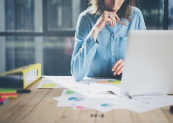 دراسة تقترح تقليل عدد ساعات عمل السيدات لـ«حمايتهن نفسيا»