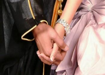 سعودية تهنئ زوجها على ارتباطه بأخرى!