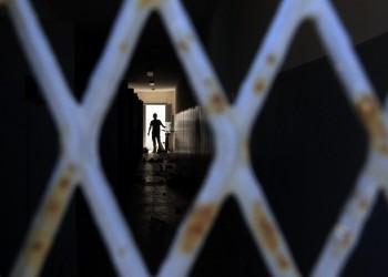 «العفو الدولية» تتهم السلطات المصرية بسحق إنسانية المعتقلين