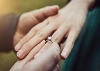 القبض على شاب وفتاة بسبب عرض زواج علني في إيران