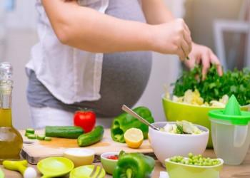 10 نصائح غذائية للحوامل في أشهرهن الأولى
