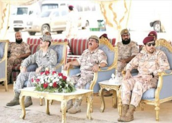 القوات القطرية والأمريكية تجري تمرينا مظليا مشتركا في الدوحة