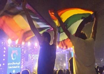 مثليون بمصر يرفعون علم «قوس قزح» بحفل «مشروع ليلى»