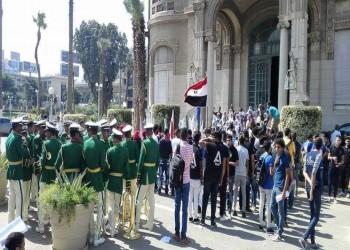 وزير التعليم المصري يهدد الطلاب: تحية العلم أو الحبس