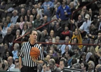 ما هو سر القميص المخطط بالأبيض والأسود لحكام كرة السلة؟