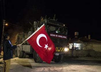 سوريون يتظاهرون لدعم انتشار القوات التركية والنظام يطالب بمغادرتها
