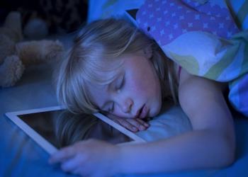 إزالة الأجهزة الرقمية من الغرف تحسن نوم الأطفال والمراهقين