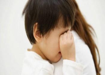 الكويت: قاض يترك المنصة لاحتضان طفل معاق ذهنيا يبكي