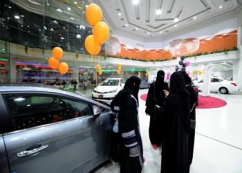 «سوقي وتسوقي».. أول معرض سيارات للنساء فقط في السعودية (صور)
