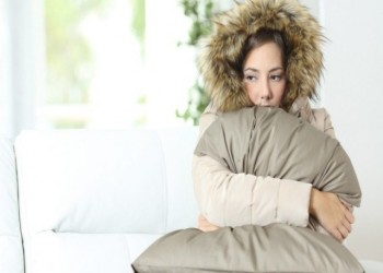 لماذا تشعر النساء بالبرد أكثر من الرجال؟