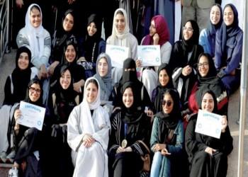 سعوديات يتعلمن القيادة بجامعة في جدة (فيديو)