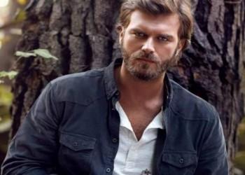 الممثل التركي صاحب شخصية «مهند» يصارع الديوك في فيلمه الجديد