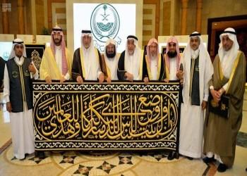 كبير سدنة بيت الله الحرام يتسلم ثوب الكعبة المشرفة