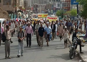 ارفعوا أيديكم عن اليمن قبل انهياره