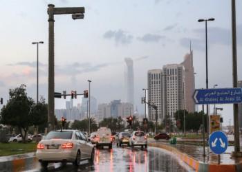 أمطار غزيرة تعطل حركة الدراسة والعمل بالإمارات
