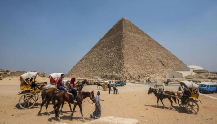 مصر تطالب اسكتلندا بإثبات ملكية الكساء الخارجي لهرم خوفو