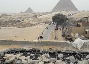 مصر تنفي نيتها بيع أراضي الأهرامات أو تهجير أهلها