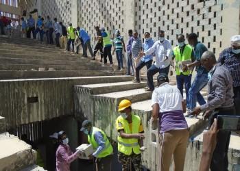 ولو بشق حجر.. مبادرة صومالية لترميم المنشآت الحكومية