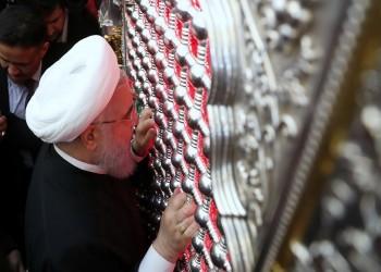 شاهد.. روحاني يتعبد في ضريح الإمام علي بالنجف