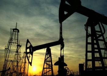 النفط الأمريكي يرتفع فوق 60 دولارا للبرميل لنقص الإمدادات