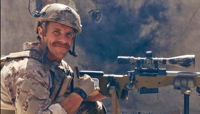 ترامب يهنئ ضابطا متهما بجرائم حرب: سعيد لمساعدته