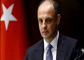 الليرة التركية تتراجع 3% بعد عزل أردوغان محافظ البنك المركزي