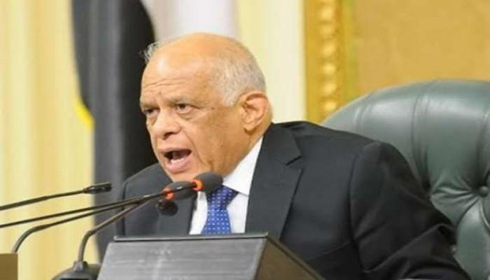 رئيس البرلمان المصري يصادر هاتف نائب.. ما السبب؟