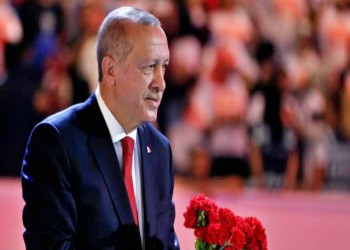 أردوغان يسعى للحفاظ على وحدة حزبه بلقائه شيمشك