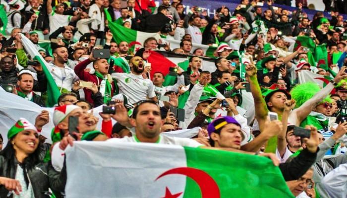 أبوتريكة.. هتاف جماهير الجزائر يزلزل ستاد القاهرة (فيديو)