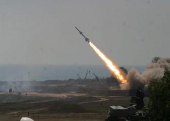 الحوثيون يعلنون استهداف تجمعات عسكرية جنوبي السعودية بصاروخ باليستي