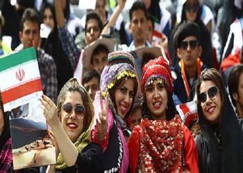 إيران تتحدى الفيفا وترفض مهلة السماح للنساء بدخول المدرجات