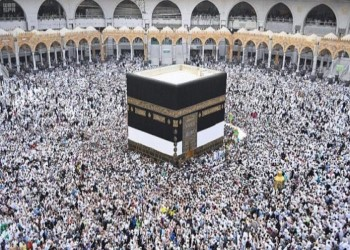 2.5 مليون مسلم يبدأون الحج.. والسعودية تحذر من تسييسه