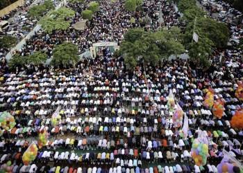 ملايين المسلمين يؤدون صلاة العيد بدول العالم