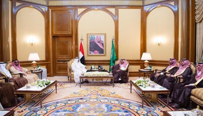 على هامش لقائه بالملك سلمان..  بن زايد يدعو اليمنيين للحوار
