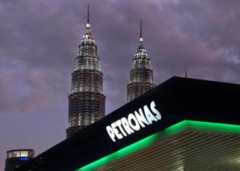 بتروناس وأرامكو تستأنفان العمل بوحدة لتقطير خام النفط في ماليزيا